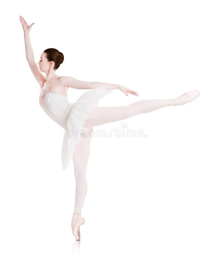De ballerina maakt balletpositie arabesque op witte achtergrond wordt geïsoleerd die stock afbeeldingen