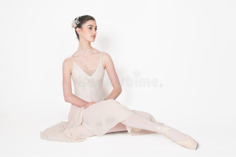 De ballerina stelt royalty-vrije stock afbeeldingen