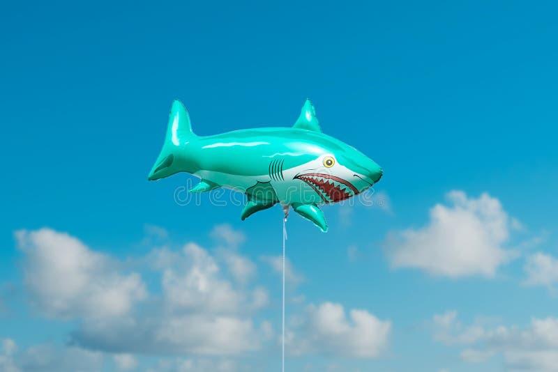 De ballon van haaivissen op blauwe hemel royalty-vrije stock afbeelding