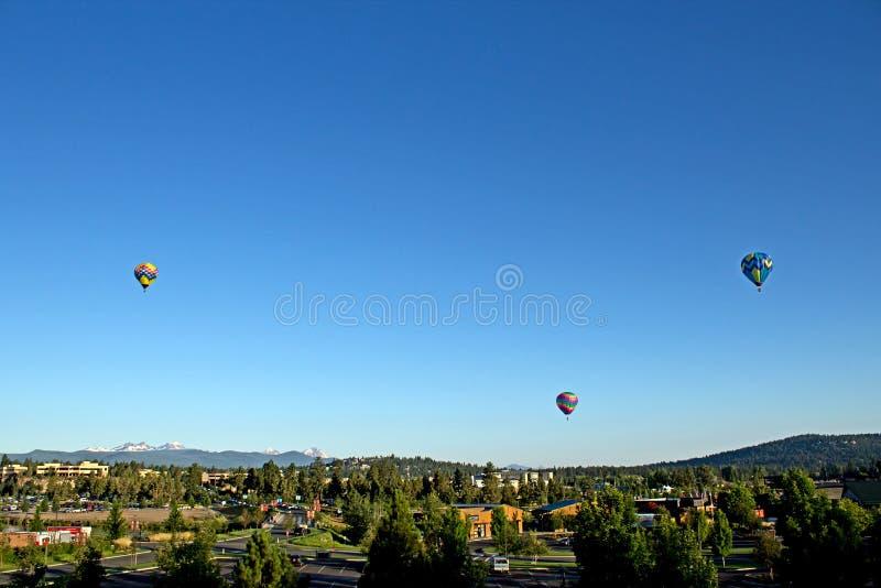 De Ballons van de hete Lucht over Kromming Oregon royalty-vrije stock afbeelding