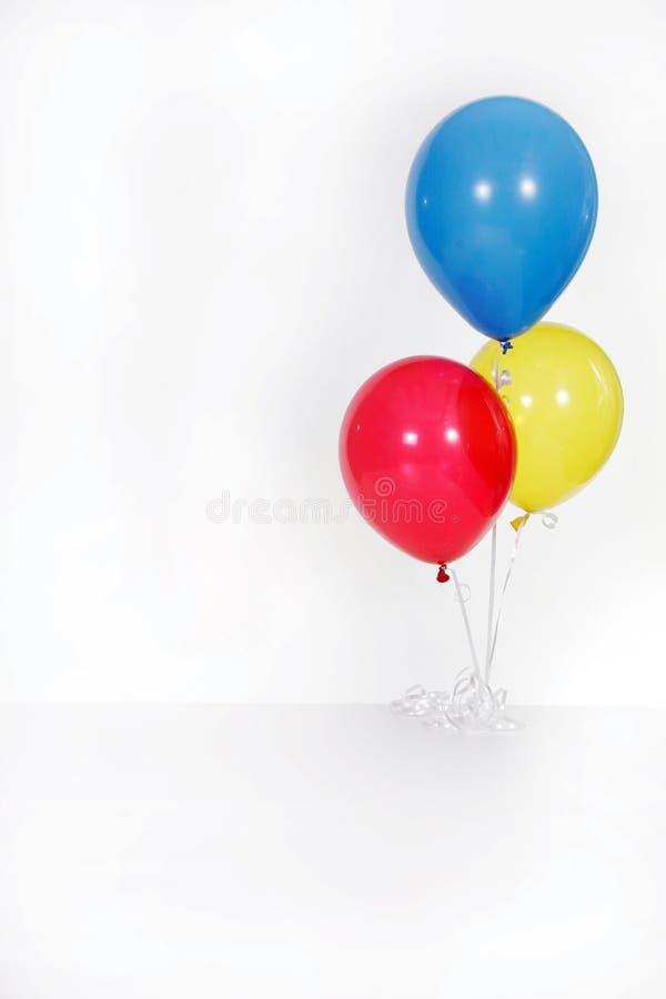 De Ballons van de Partij van de Verjaardag van Solated op Wit stock fotografie