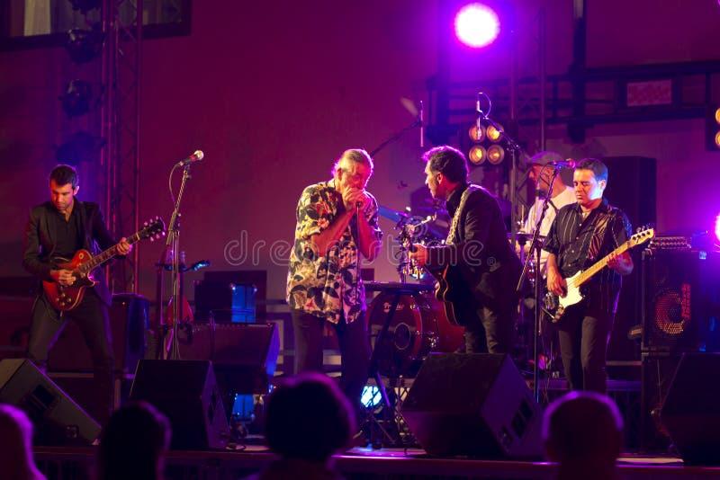 De Band + Gitaar Ray levende @ Valbondione van de Blauw van Treves royalty-vrije stock foto's