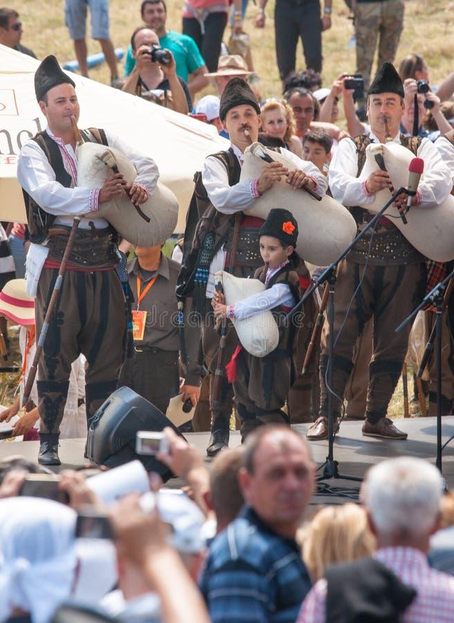 De Band van de districtspijp op stadiumfestival Rozhen 2015 in Bulgarije royalty-vrije stock fotografie