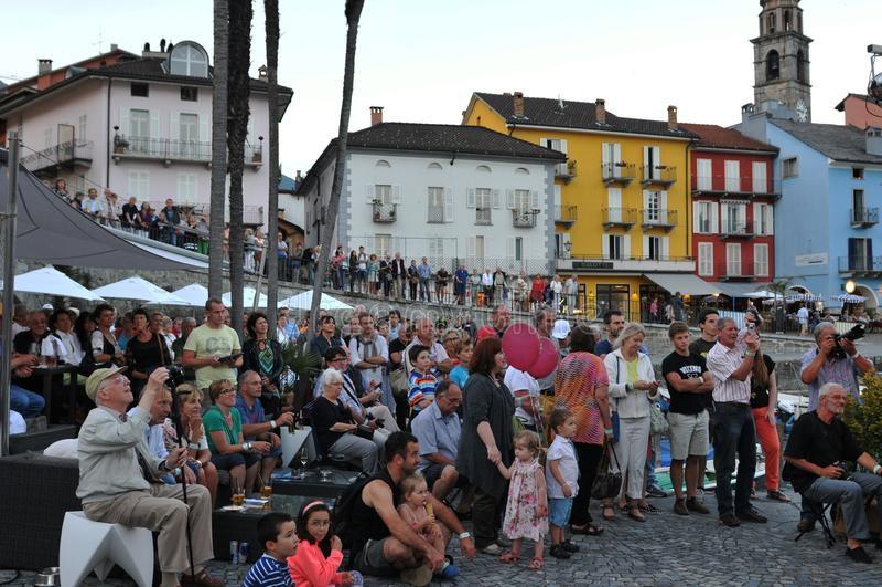 De banden spelen op Piazza Grande in Ascona Jazz Festival n royalty-vrije stock foto's