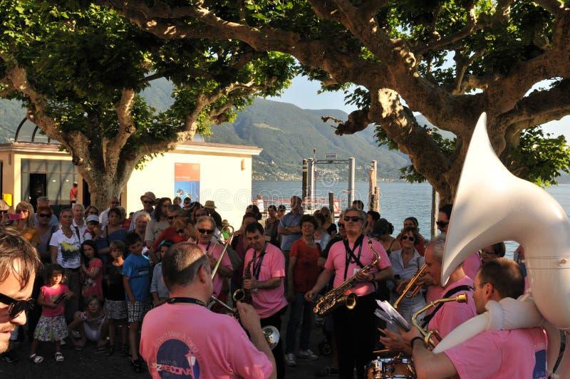 De banden spelen op Piazza Grande in Ascona Jazz Festival n royalty-vrije stock afbeeldingen