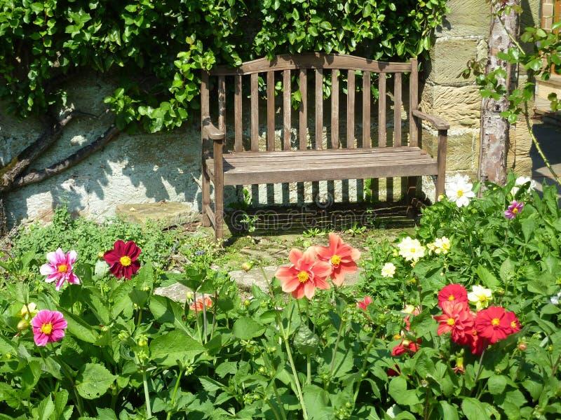 De bank van de tuin stock foto's