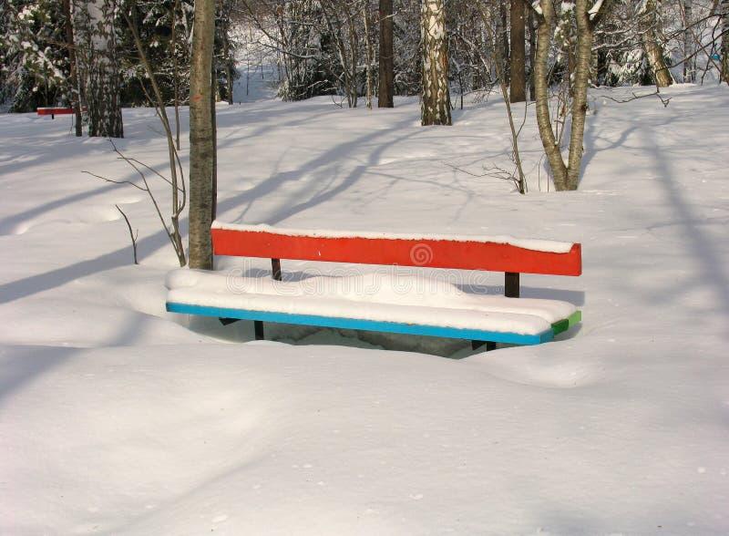 De bank van de winter stock afbeelding