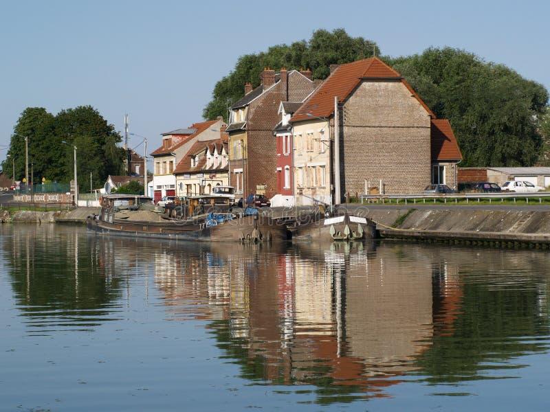 De bank van het kanaal in Chauney, Frankrijk stock fotografie