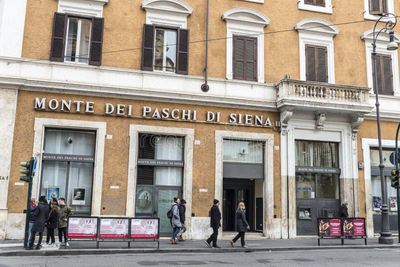 De banktak van Paschi di Siena van Montedei in Rome royalty-vrije stock afbeeldingen