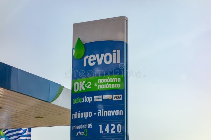 De banner van het Revoilbenzinestation met een bedrijfembleem die de diensten voorstellen die worden aangeboden royalty-vrije stock fotografie