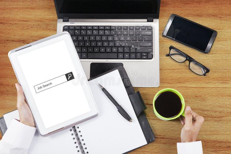 De bar van het baanonderzoek op digitale tablet stock foto