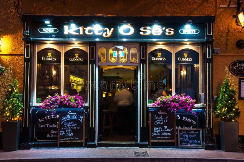 De Bar van Kitty Ose ` s, ontsteekt, Ierland royalty-vrije stock afbeelding