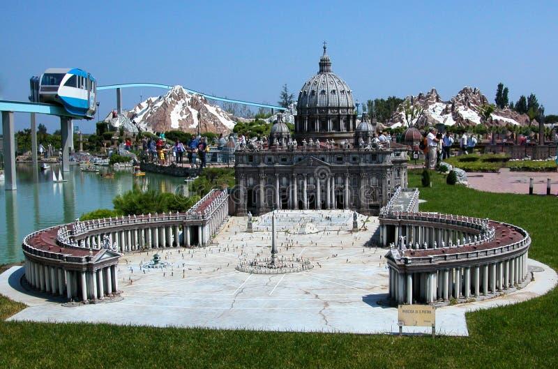 De Basiliek Rome van heilige Peter in het themapark 'Italië in miniatuur 'Italië in miniatura Viserba, Rimini, Italië royalty-vrije stock afbeelding