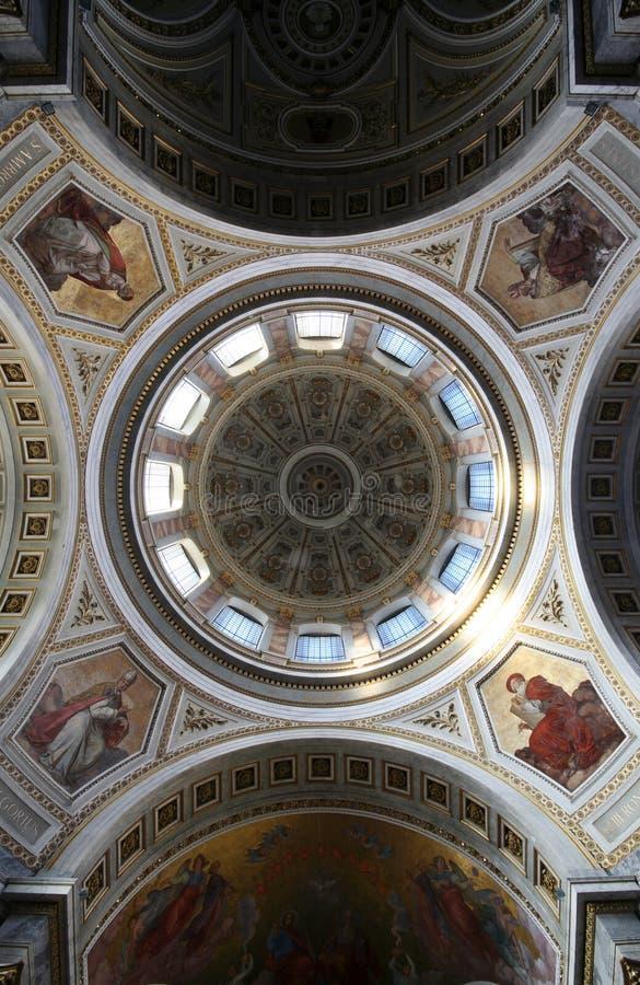 De Basiliek van Esztergom, Hongarije - mening omhoog de koepel royalty-vrije stock afbeeldingen