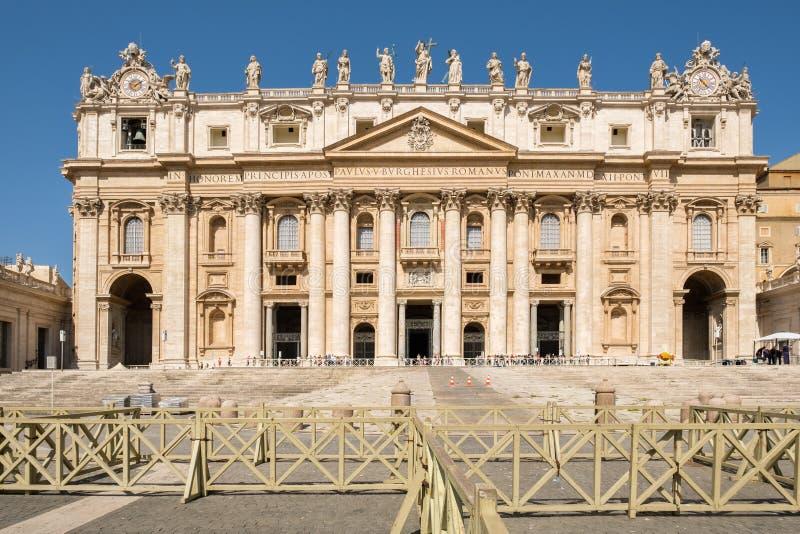 De Basiliek van Heilige Peter in het Vatikaan in Rome royalty-vrije stock fotografie