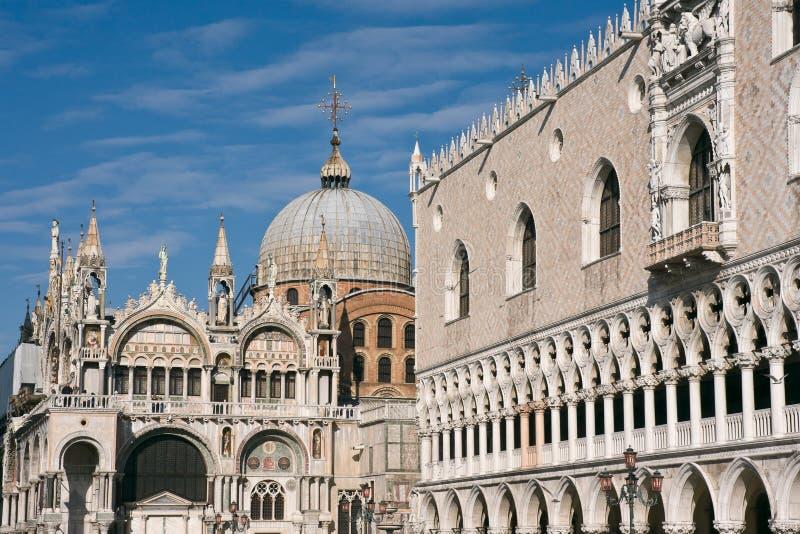 De Basiliek van het Teken van heilige en het Paleis van Doges in Venetië stock foto