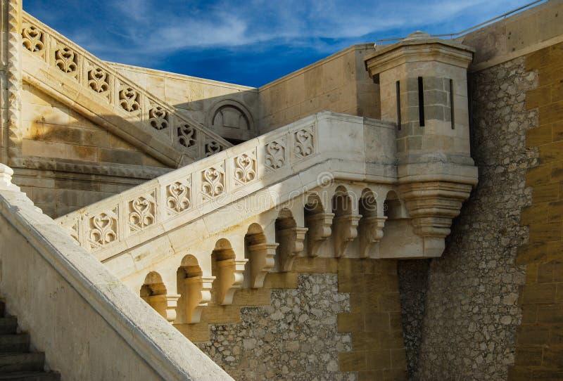 De basiliek van La Garde van Notre-Dame DE in Marseille - Frankrijk royalty-vrije stock foto's