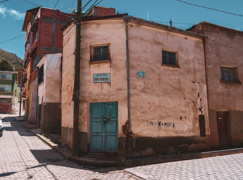 De basiliek van onze dame van Copacabana in Bolivië stock afbeelding