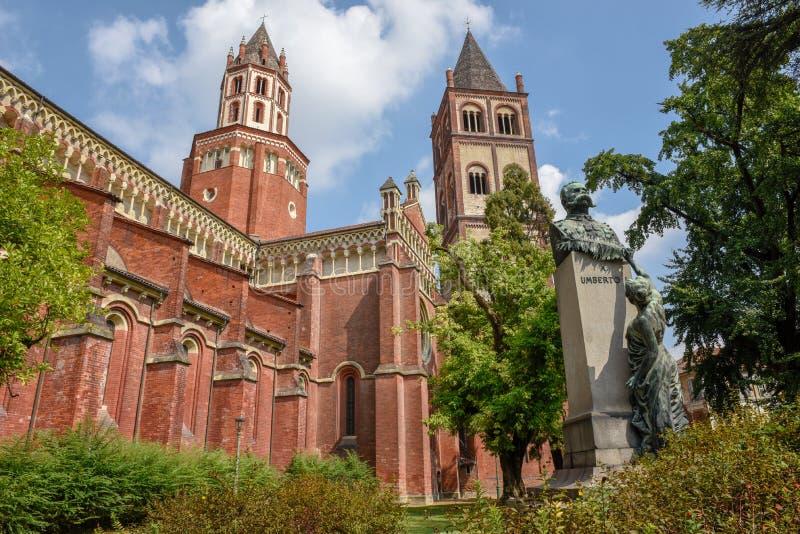 De Basiliek van Sant ` Andrea in Bercelli op Italië stock afbeeldingen