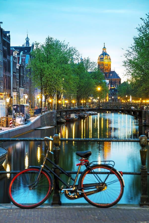 De Basiliek van Sinterklaas in Amsterdam stock afbeeldingen