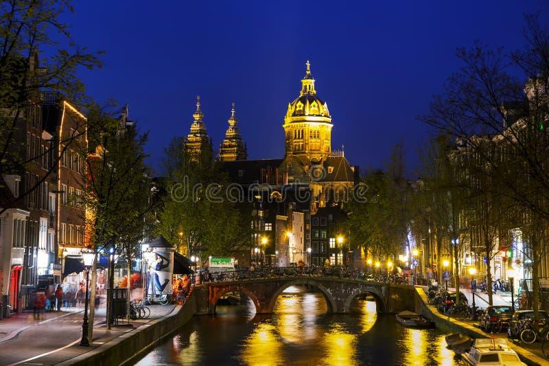 De Basiliek van Sinterklaas (sint-Nicolaasbasiliek) in Amster royalty-vrije stock foto