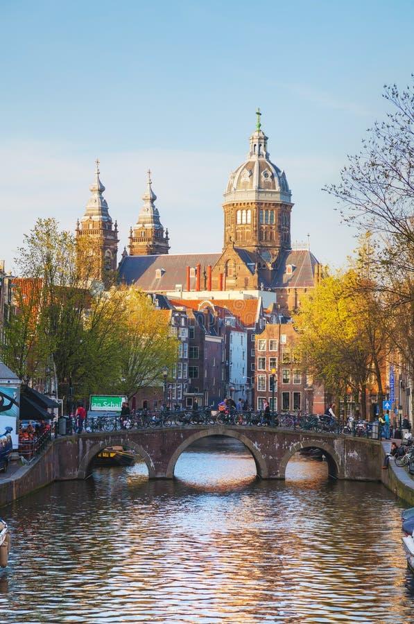 De Basiliek van Sinterklaas (sint-Nicolaasbasiliek) in Amster stock foto's