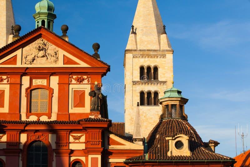 De Basiliek van StGeorge in Praag stock foto's
