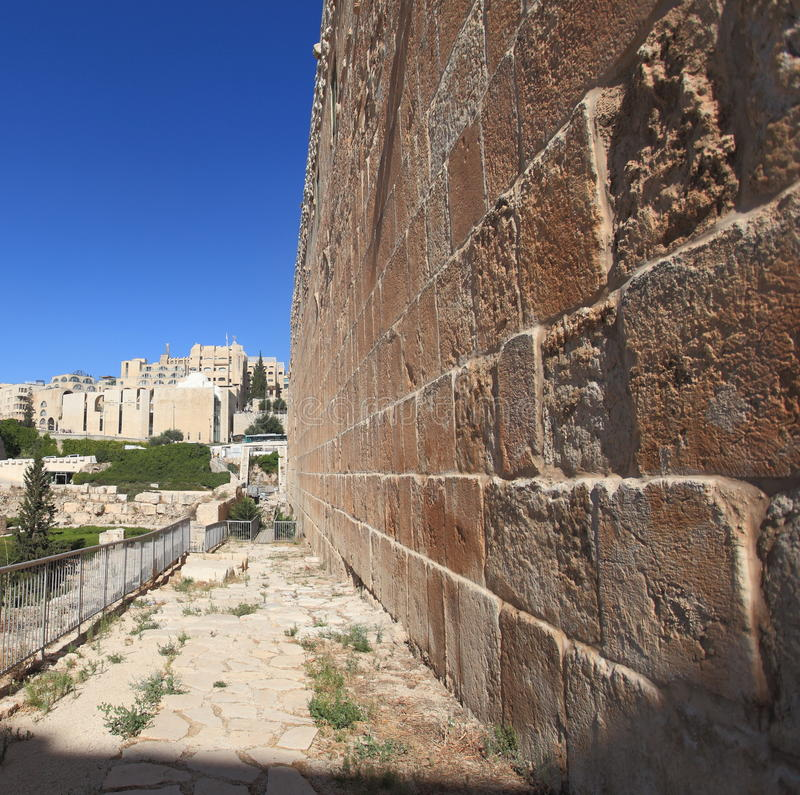 De basis van Zuidelijke Muur van de Tempel zet op stock fotografie