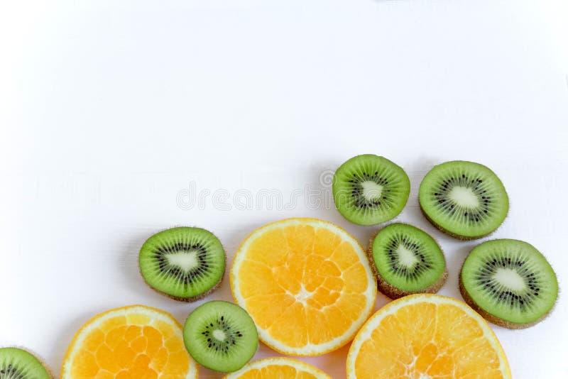 De basis voor het boekje, de achtergrond voor de banner Basis voor ontwerp met tropische vruchten Gezond voedsel Vlak leg, hoogst royalty-vrije stock foto's