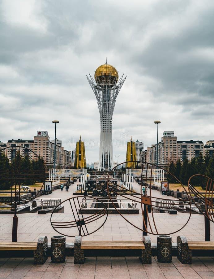 De Bayterek-Toren, een toren van de oriëntatiepuntobservatie door architect Norman Foster in Astana wordt ontworpen, het kapitaal stock afbeelding