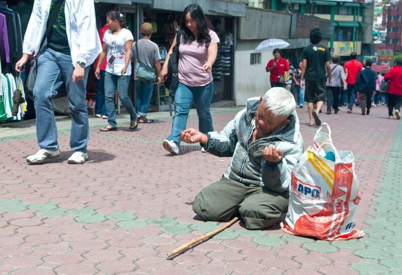 De Bedelaar van de straat stock afbeelding