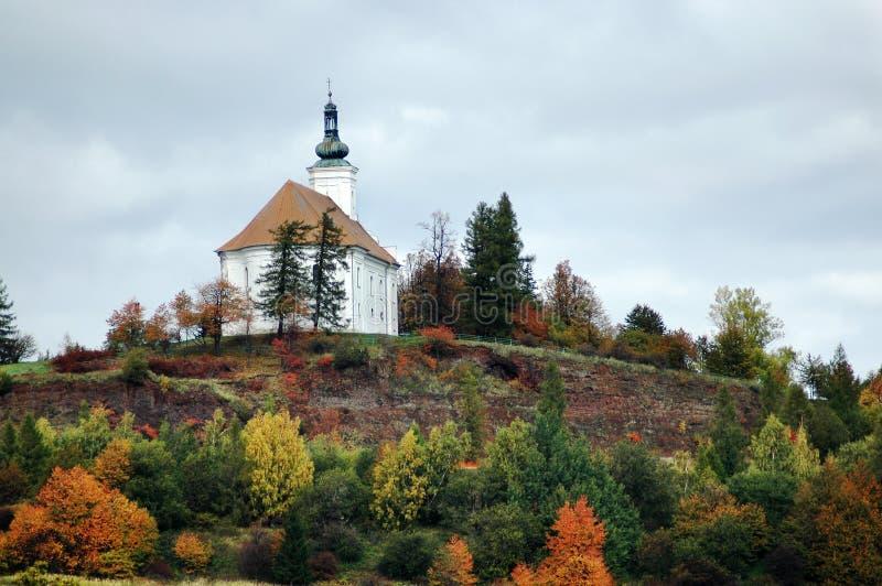 De bedevaartkerk op de heuvel van Uhlirsky dichtbij Bruntal stock afbeeldingen