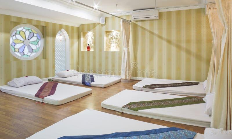 De bediening op de kamer van de massage royalty-vrije stock fotografie
