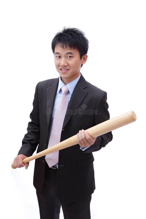De bedrijfs Aziatische mens neemt honkbalknuppel royalty-vrije stock afbeelding