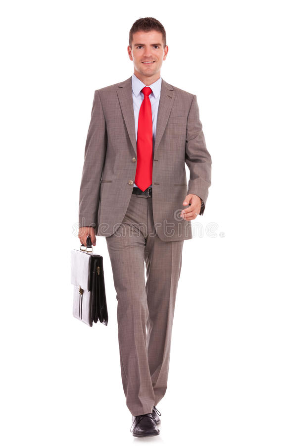 De bedrijfs mens loopt met een aktentas stock fotografie