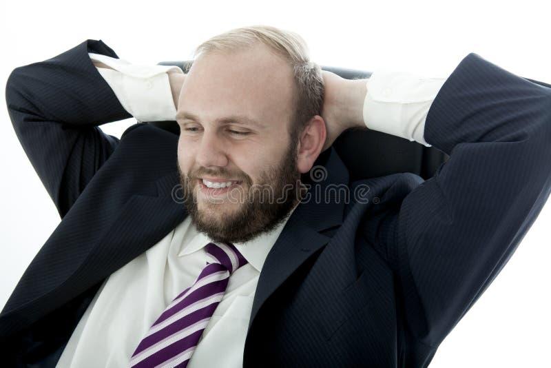 De bedrijfs mens met baard is gelukkig en ontspannend royalty-vrije stock fotografie