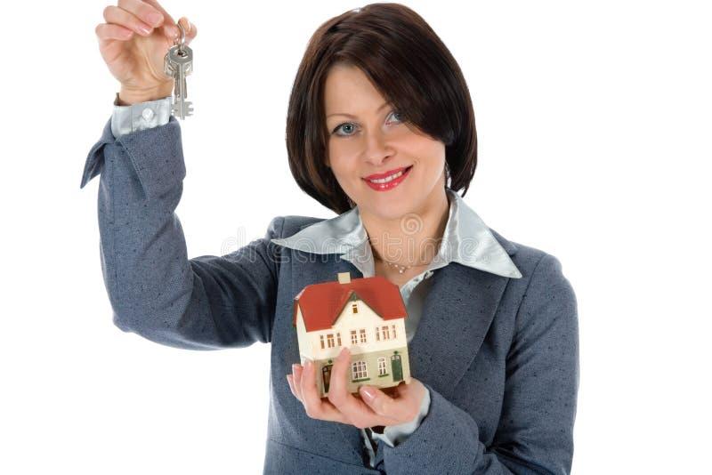 De bedrijfs vrouw adverteert onroerende goederen stock foto's