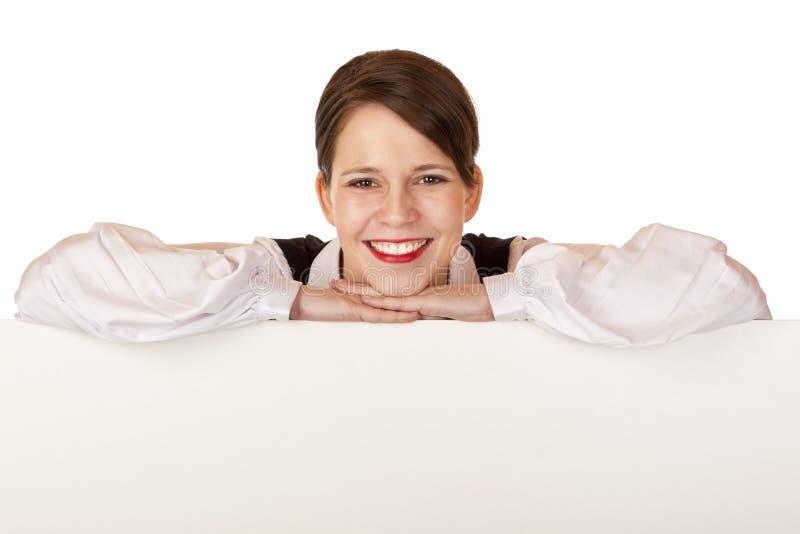De bedrijfs vrouw houdt leeg reclamebord royalty-vrije stock afbeelding