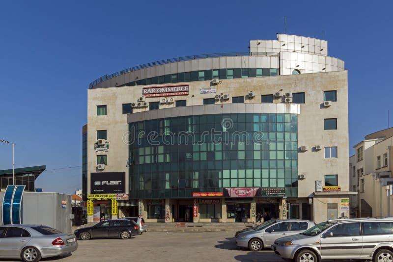 De bedrijfsbouw in het centrum van Stad van Haskovo, Bulgarije royalty-vrije stock foto's