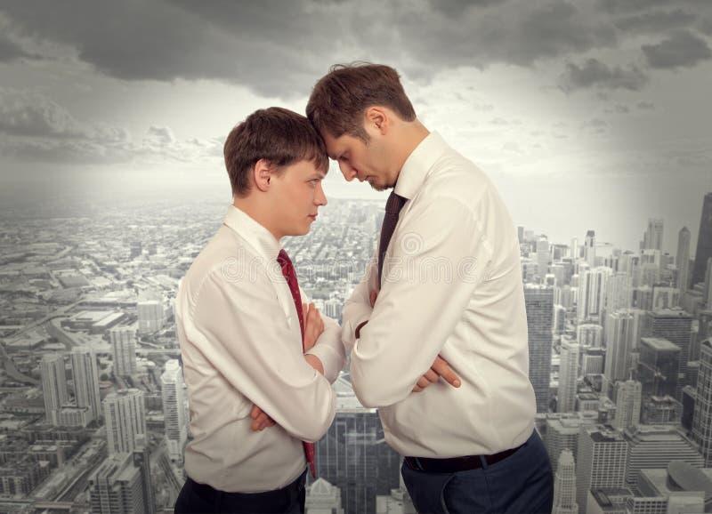 De bedrijfsconcurrentie, conflictconcept stock afbeeldingen