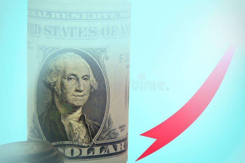 De bedrijfsgrafiek met een rood op pijl, vertegenwoordigt het concept groei van de dollarmunt op de markt de grote van de wereldm stock fotografie