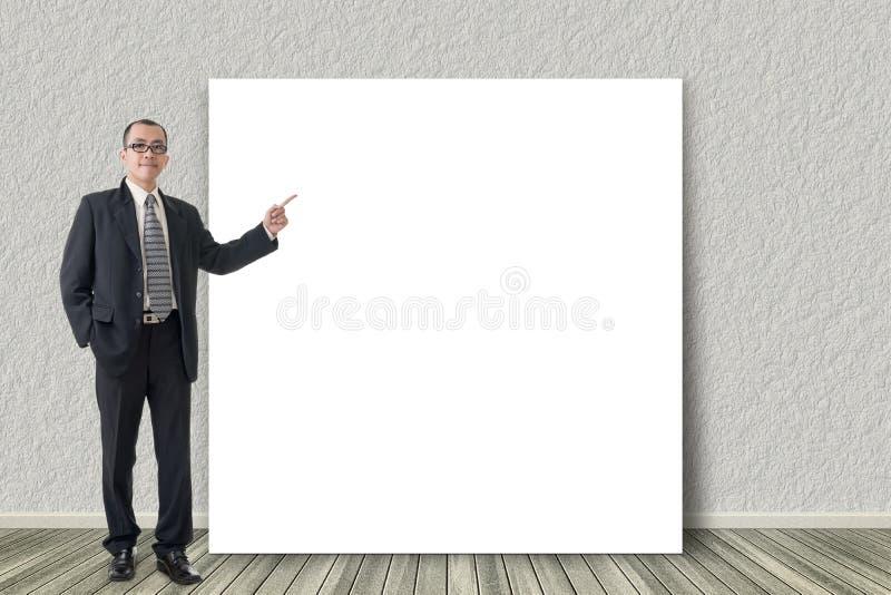 De bedrijfsmens introduceert stock fotografie