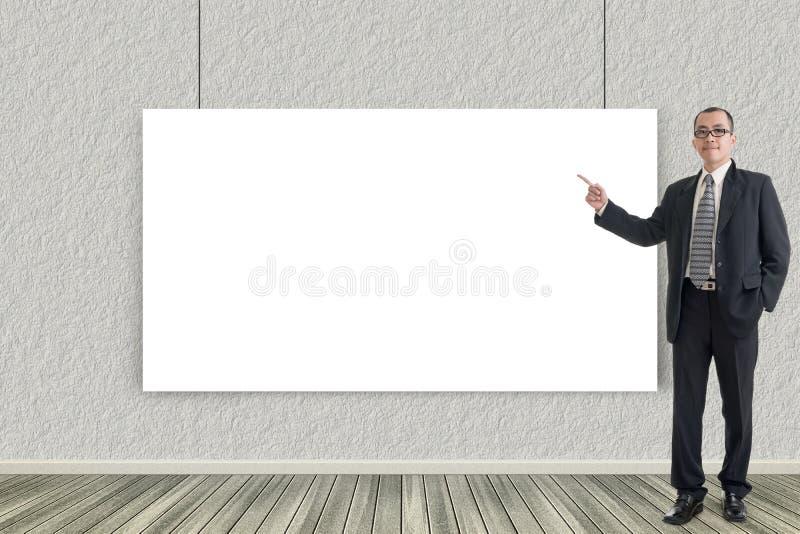 De bedrijfsmens introduceert stock foto's