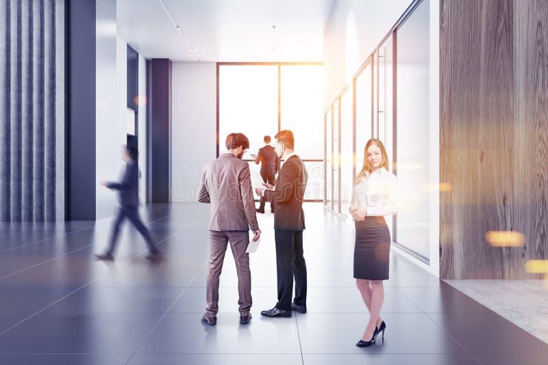 De bedrijfsmensen in modern bureau lobbyen royalty-vrije stock fotografie
