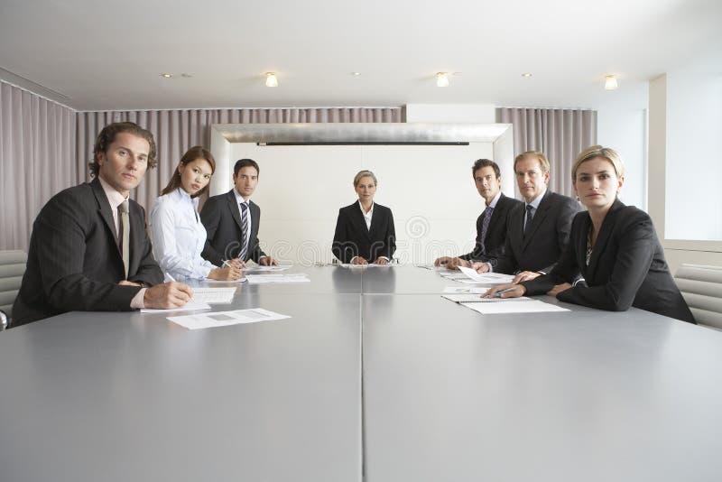 De bedrijfsmensen op Conferentie dienen in royalty-vrije stock fotografie