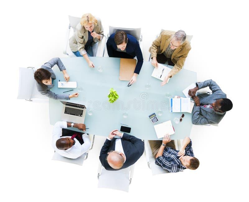 De bedrijfsmensen rond de Conferentie dienen in stock afbeeldingen