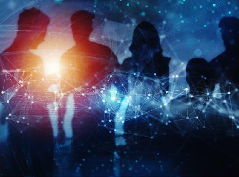 De bedrijfsmensen werken samen in bureau samen Internetverbindinggevolgen Dubbele blootstellingsgevolgen stock afbeeldingen