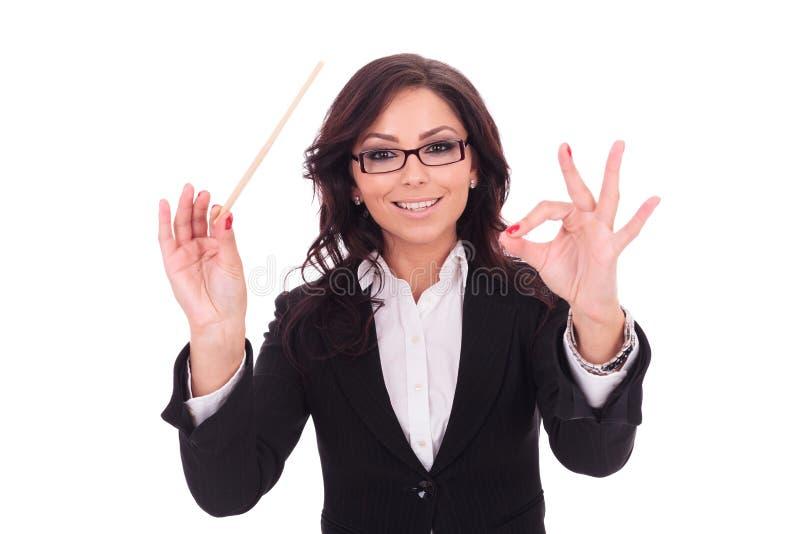 De bedrijfsvrouw leidt smilingly stock afbeelding