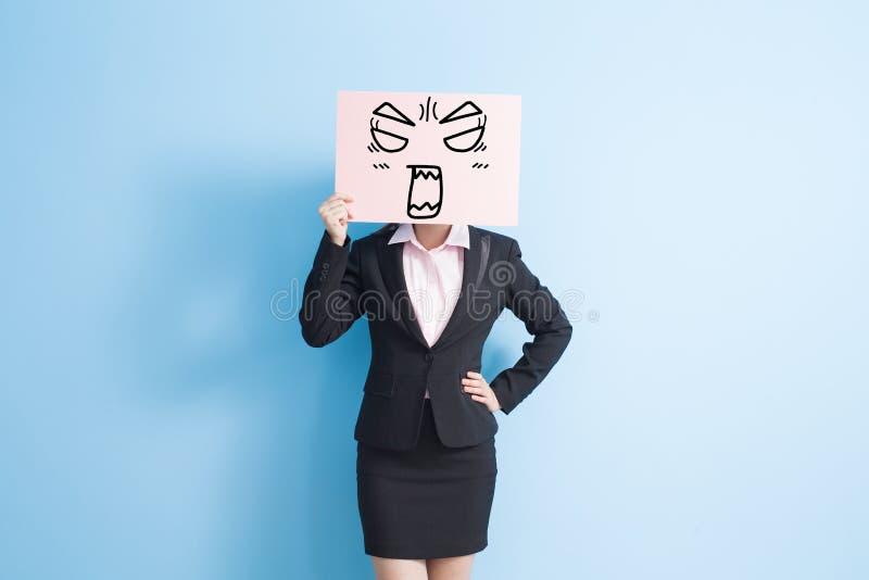 De bedrijfsvrouw neemt aanplakbord stock foto