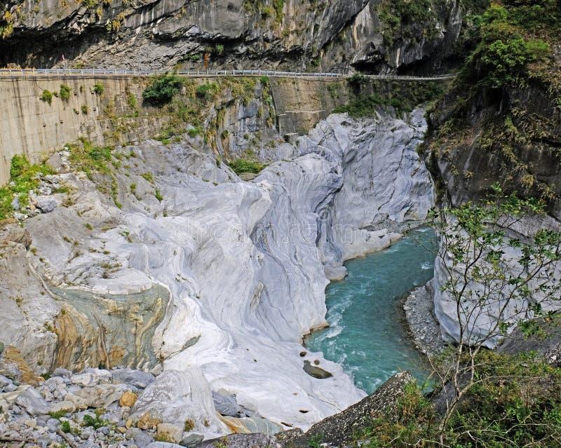 De beek in het schilderachtige Nationale Park van klooftaroko met kalksteenkusten royalty-vrije stock foto's